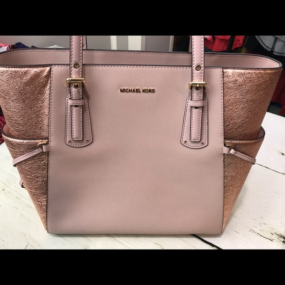 00f8ebbfb166 Michael Kors Voyager East West Tote Rose Gold